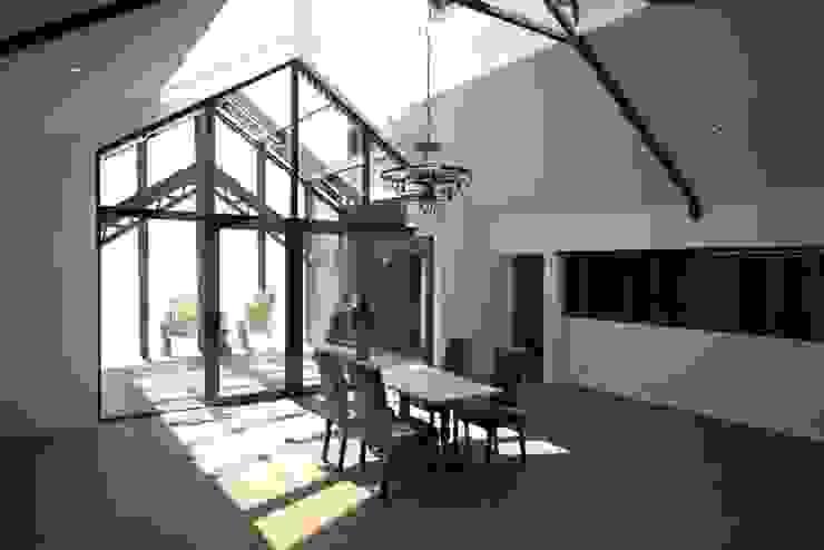 Deux Loft- extension Salle à manger moderne par phenome architectures Moderne