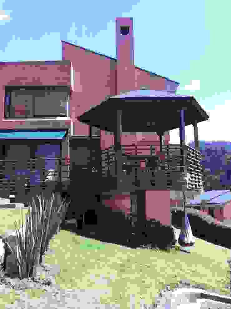 Minimalist style garden by Vertice Oficina de Arquitectura Minimalist