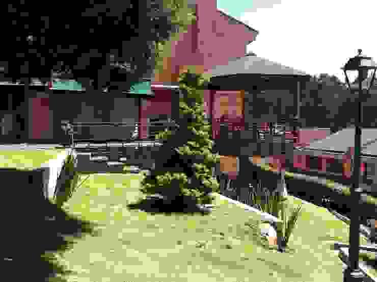 Gazzebo + Terrazas + Jardin B17 después de remoldeacion Jardines de estilo minimalista de Vertice Oficina de Arquitectura Minimalista