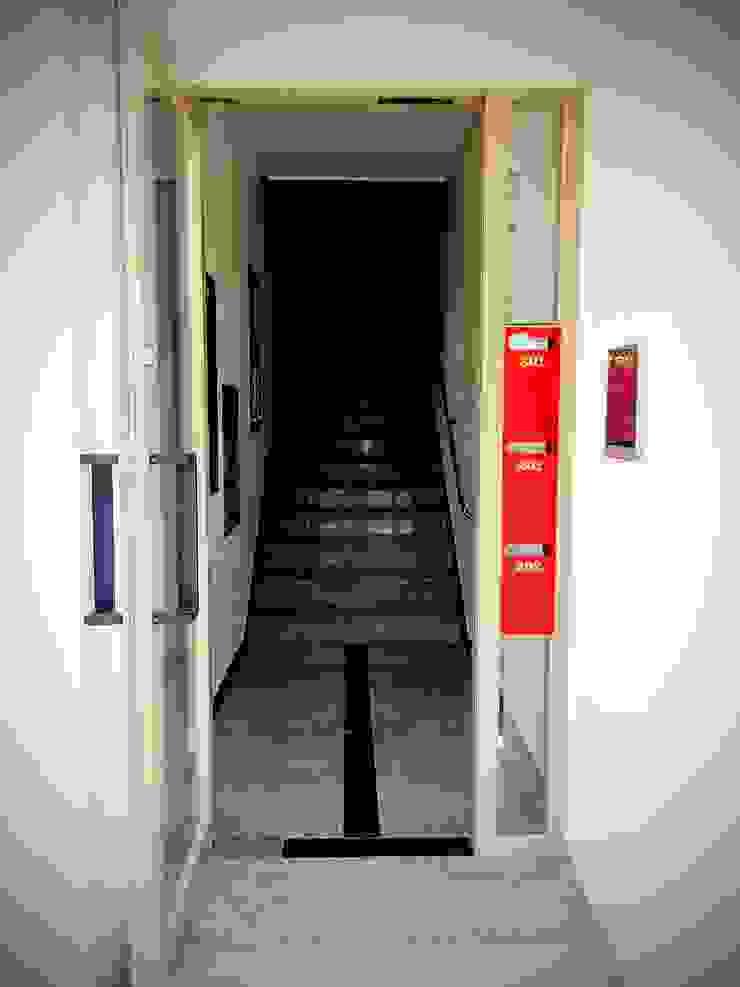 GN건축사사무소 Pasillos, vestíbulos y escaleras modernos