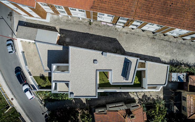 house 116 bo | bruno oliveira, arquitectura 現代房屋設計點子、靈感 & 圖片 花崗岩 White