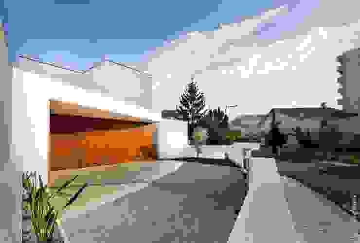 house 116 bo | bruno oliveira, arquitectura Moderne Häuser Holz Weiß