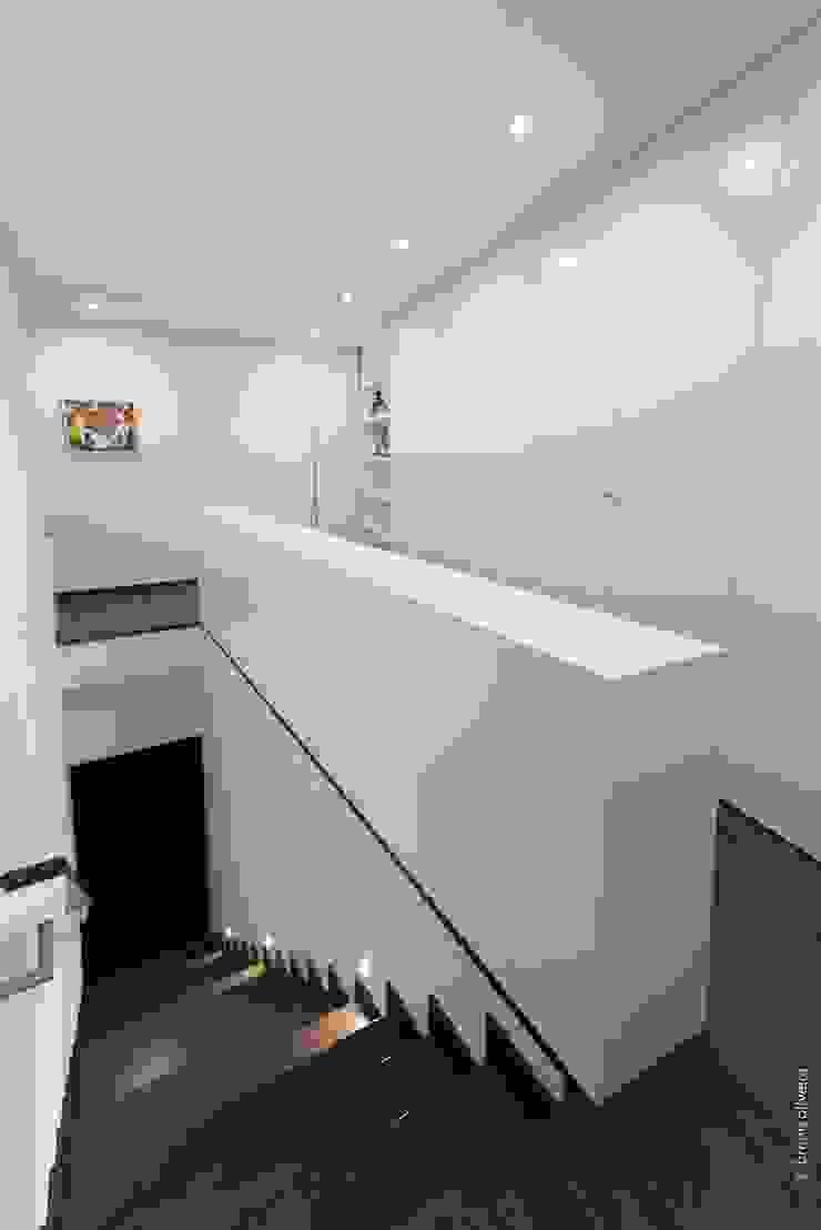 casa 116 Corredores, halls e escadas modernos por bo | bruno oliveira, arquitectura Moderno Derivados de madeira Transparente