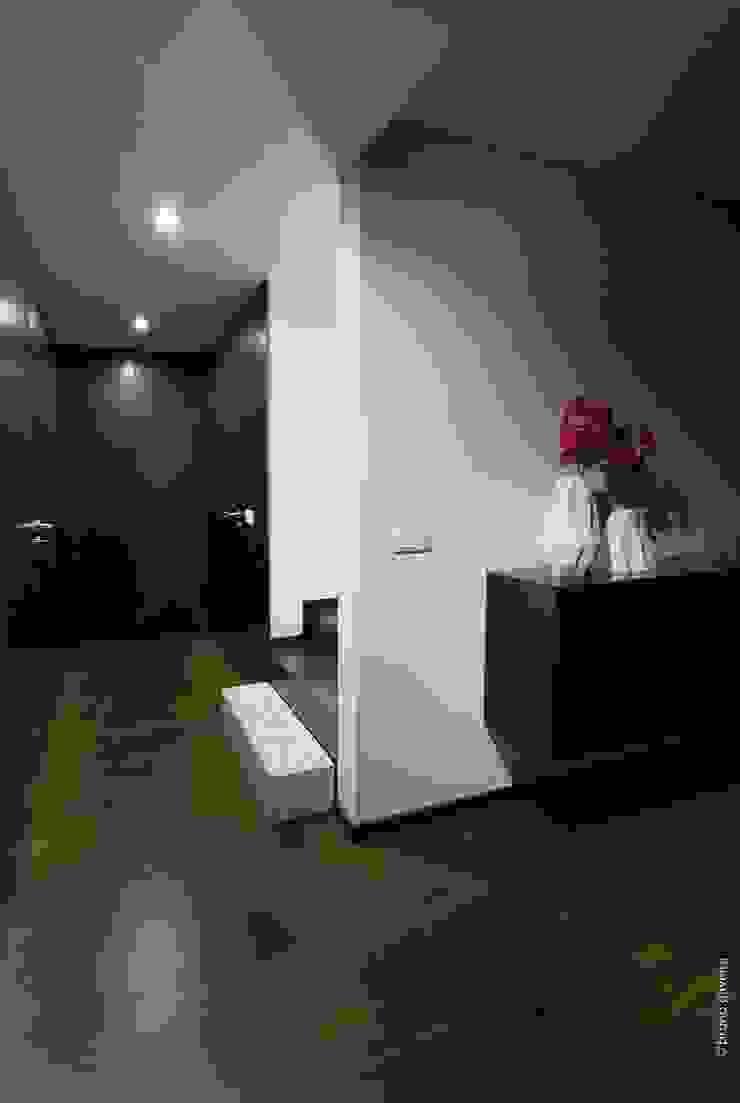 casa 116 Corredores, halls e escadas modernos por bo | bruno oliveira, arquitectura Moderno Cerâmica