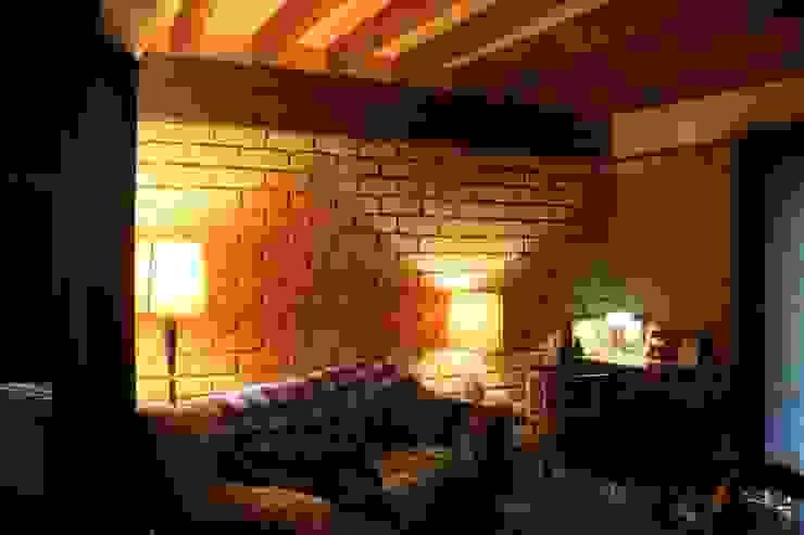 .: Salas de estilo  por escala urbana arquitectura s.a.s.,
