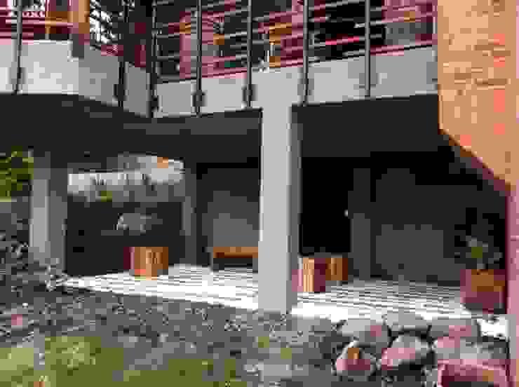 Minimalistische balkons, veranda's en terrassen van Vertice Oficina de Arquitectura Minimalistisch Steen