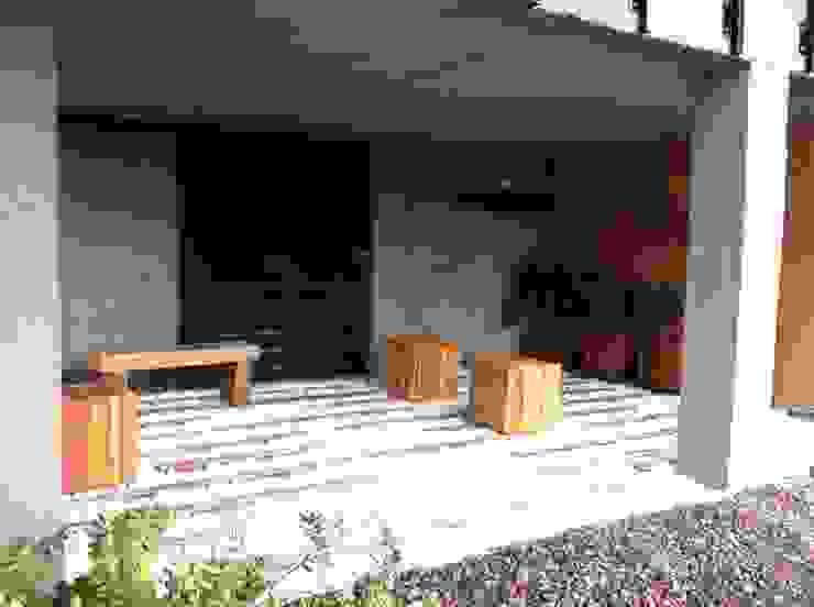by Vertice Oficina de Arquitectura Minimalist Stone