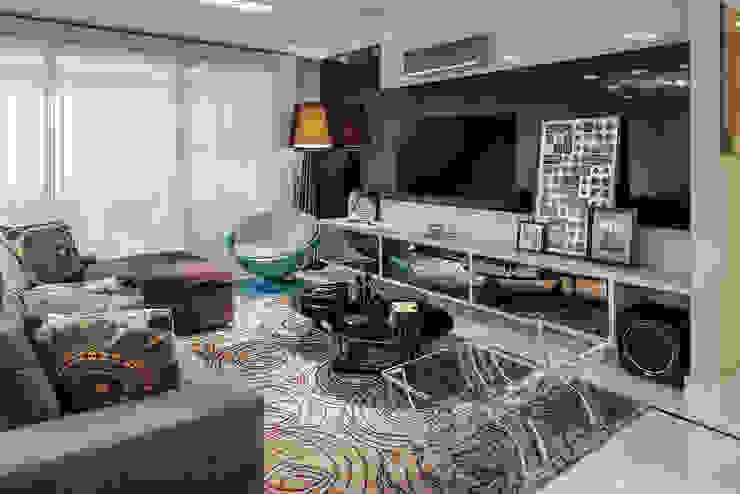 Living e Jantar Integrados com Home Theater por FV Moderno MDF