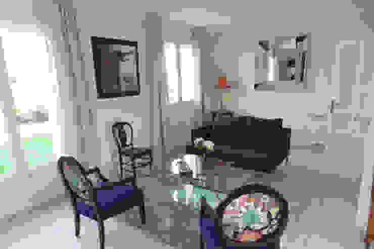 Idées dans la maison Salas de estar modernas