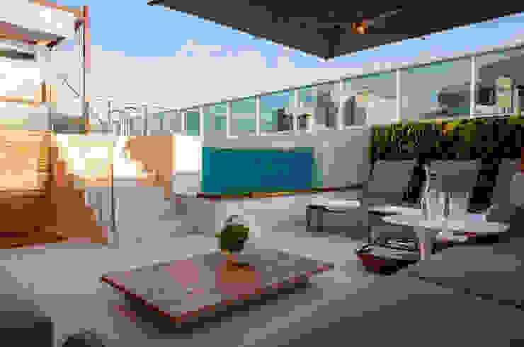 Vila Nova Conceição – Marí Aní Oglouyan Varandas, alpendres e terraços mediterrâneo por Wall Plant Mediterrâneo