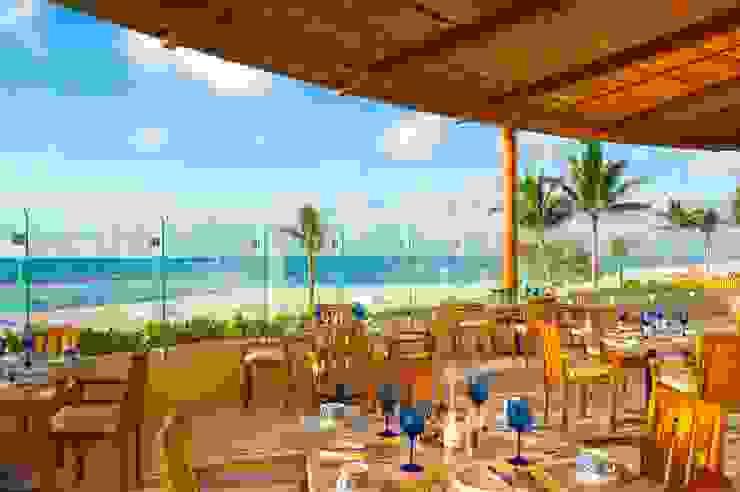 Restaurante Azul Comedores eclécticos de MC Design Ecléctico Madera maciza Multicolor