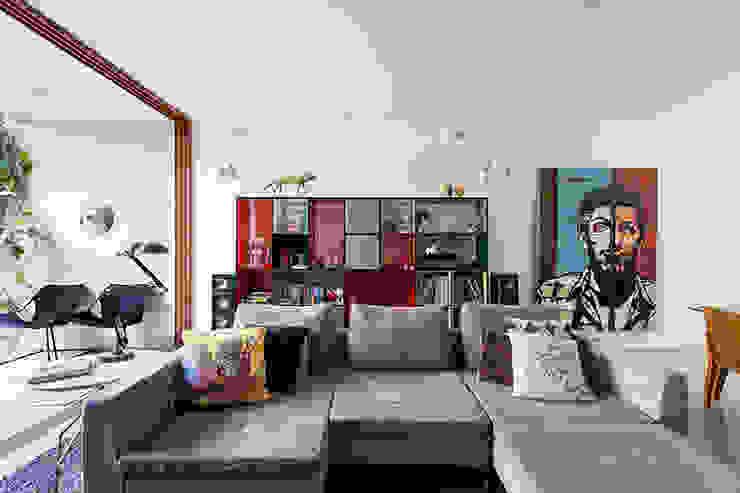 A nova casa de Felipe Jaeger por Casa de Valentina Moderno