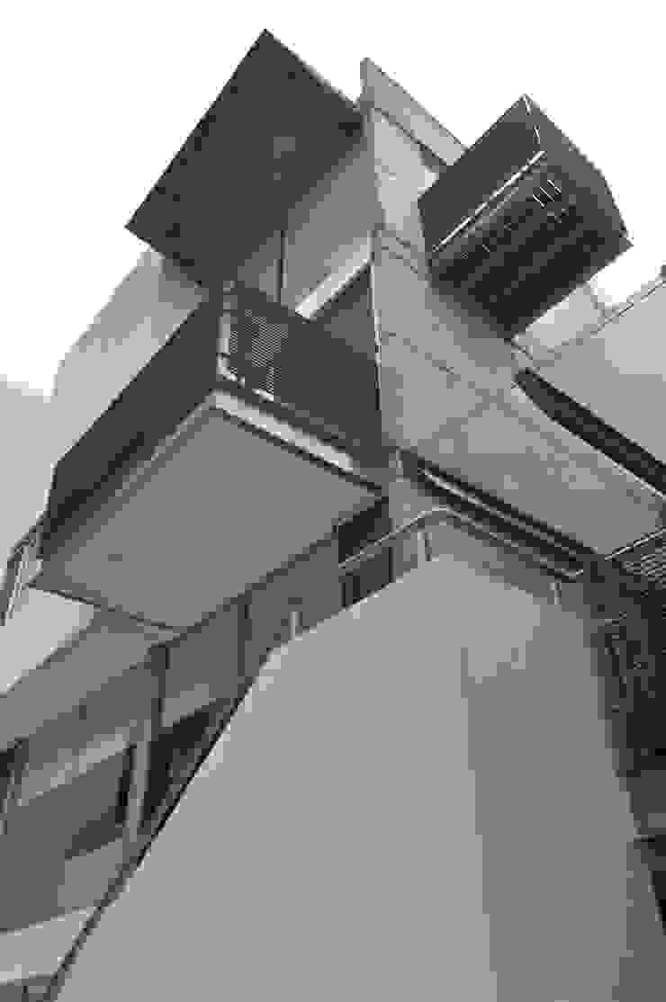 CASA FELIX Balcones y terrazas modernos de Vito Ascencio y Arquitectos Moderno