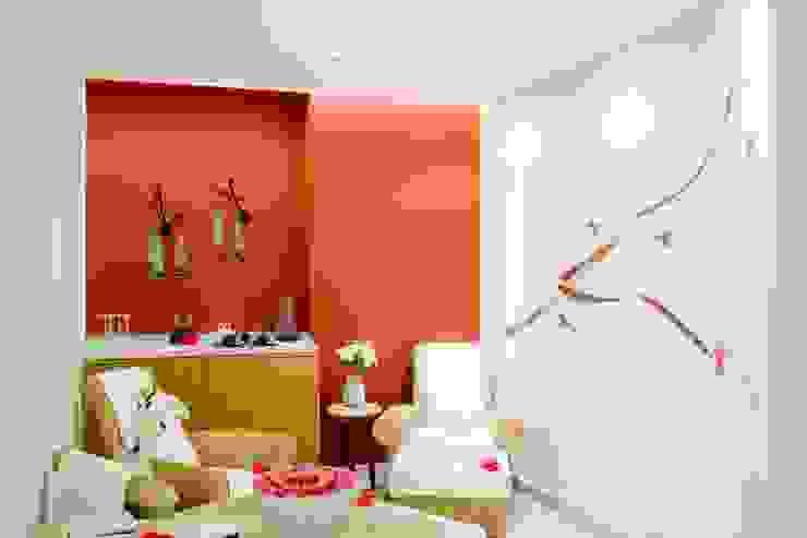 Cabina de relajación Spas de estilo ecléctico de MC Design Ecléctico Madera maciza Multicolor