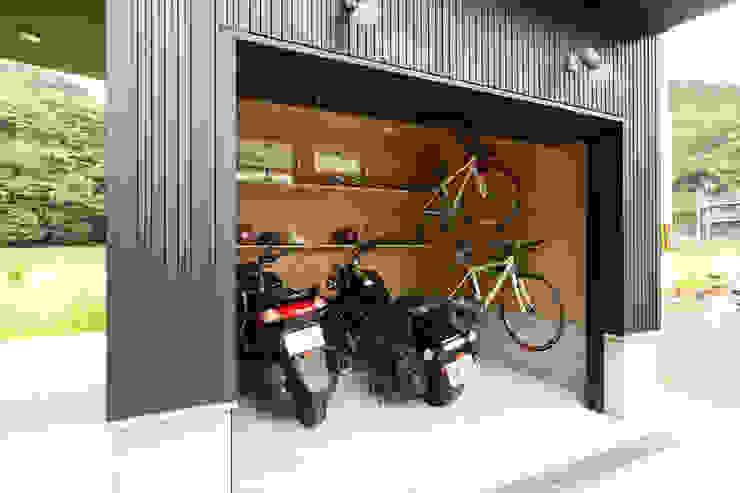 バイクガレージのある家 バイクガレージ の フォーレストデザイン一級建築士事務所