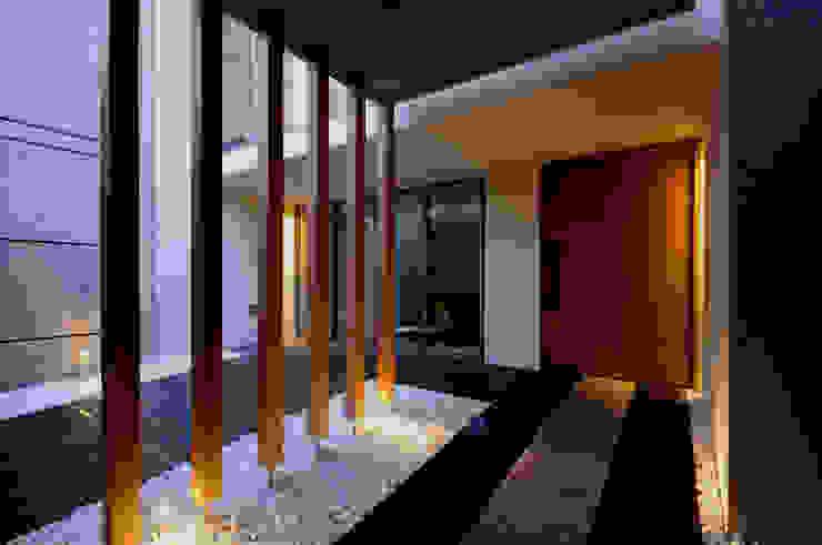 東花池の家 モダンスタイルの 玄関&廊下&階段 の 株式会社 岡﨑建築設計室 モダン