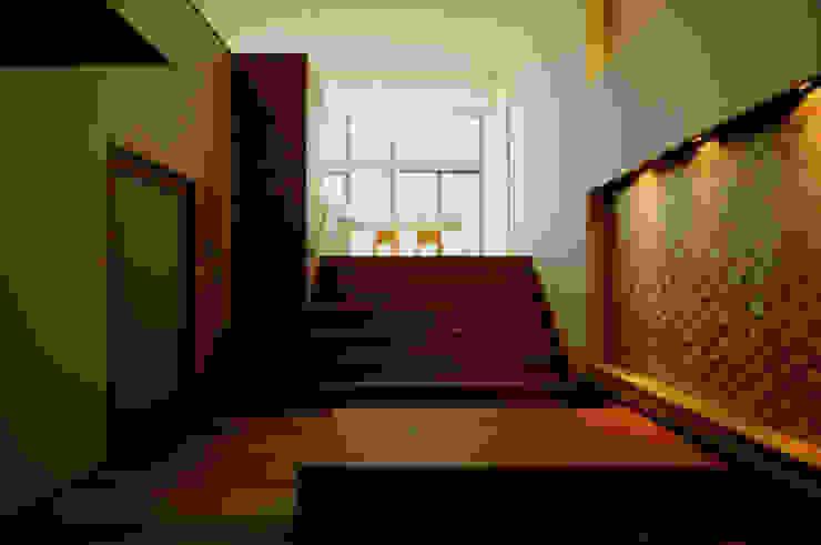 東花池の家 モダンデザインの リビング の 株式会社 岡﨑建築設計室 モダン