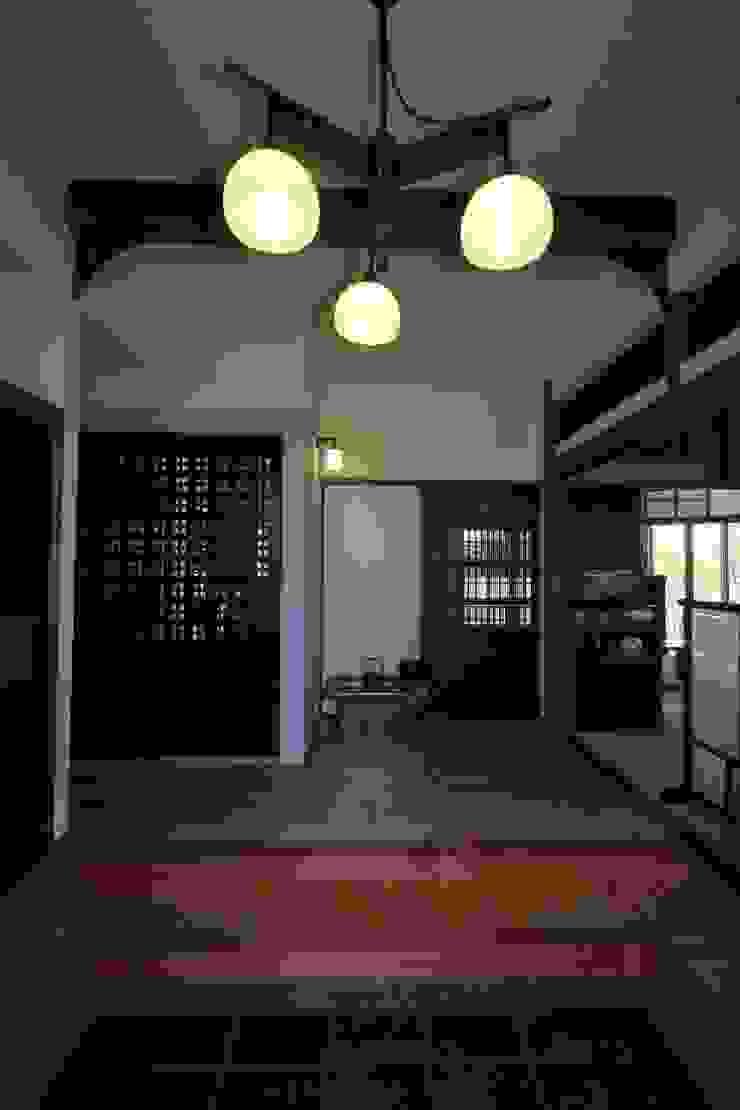 骨董建具の家 クラシカルスタイルの 玄関&廊下&階段 の 大出設計工房 OHDE ARCHITECT STUDIO クラシック