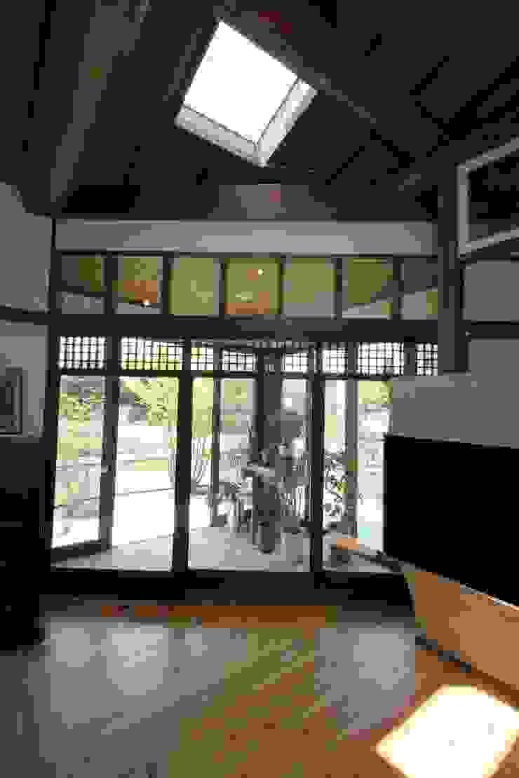 骨董建具の家 クラシックデザインの リビング の 大出設計工房 OHDE ARCHITECT STUDIO クラシック