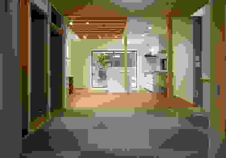 和室 LDK モダンデザインの リビング の 株式会社 岡﨑建築設計室 モダン