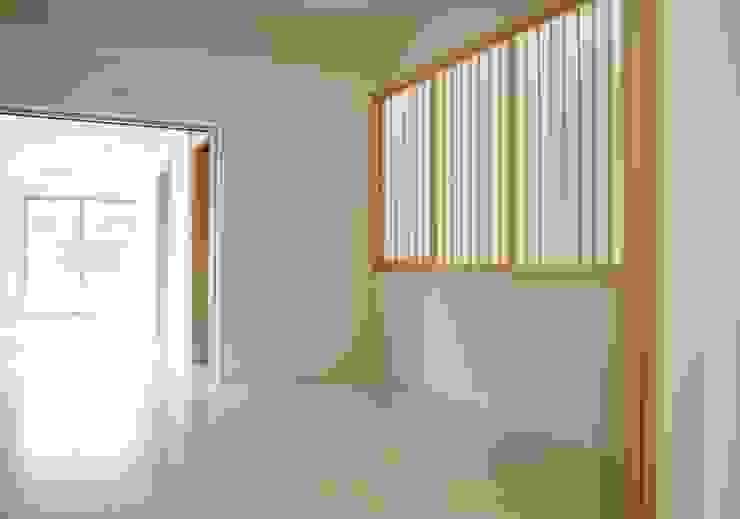 寝室 モダンスタイルの寝室 の 株式会社 岡﨑建築設計室 モダン
