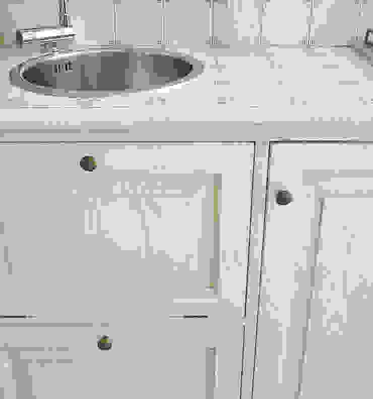LA BOTTEGA DEL FALEGNAME ห้องครัว ไม้จริง White