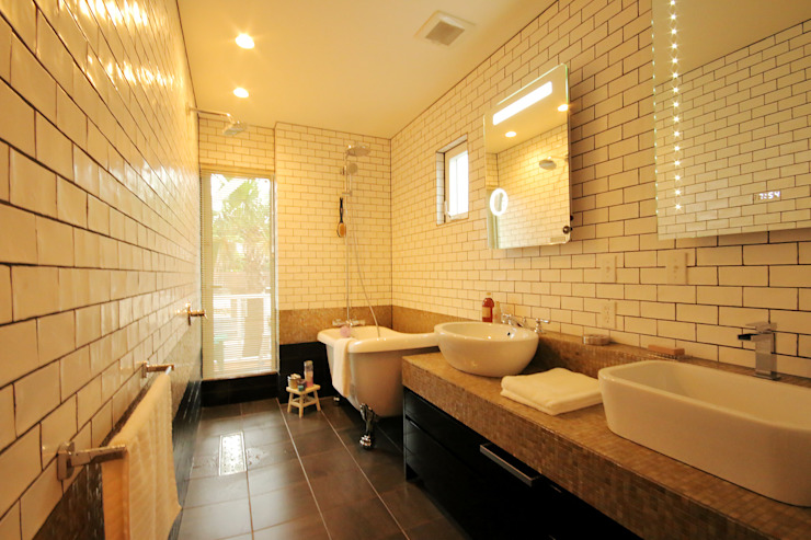 Colonial style bathroom by THE MAKER'S&United Space Architect Colonial Tiles
