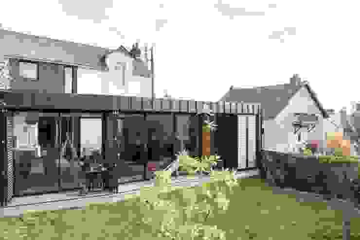 Дома в стиле модерн от LAUS architectes Модерн