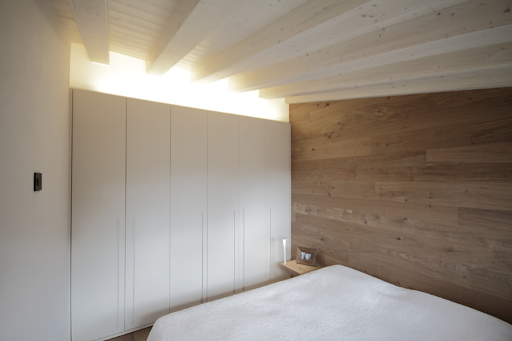 Bedroom by luigi bello architetto,