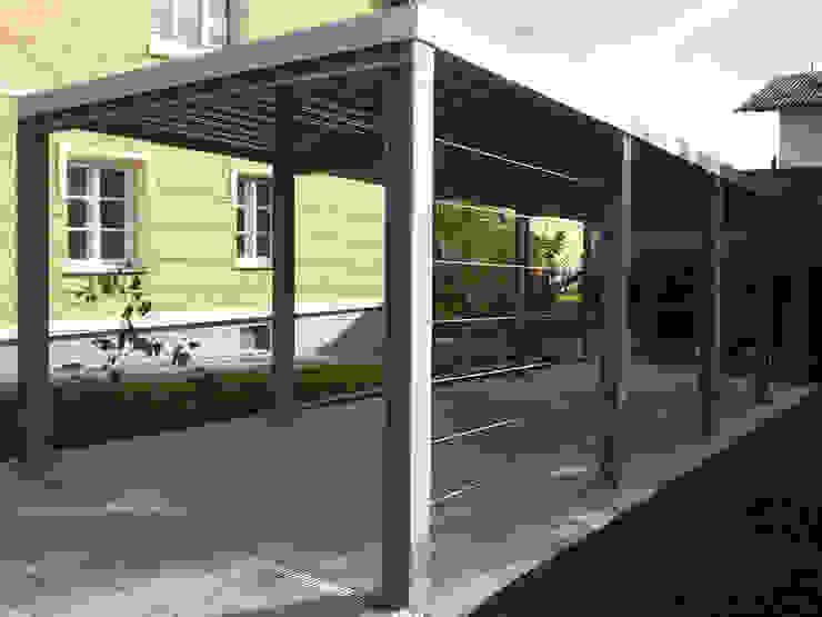 Carport Klassische Garagen & Schuppen von Arch. DI Peter Polding ZT Klassisch Eisen/Stahl