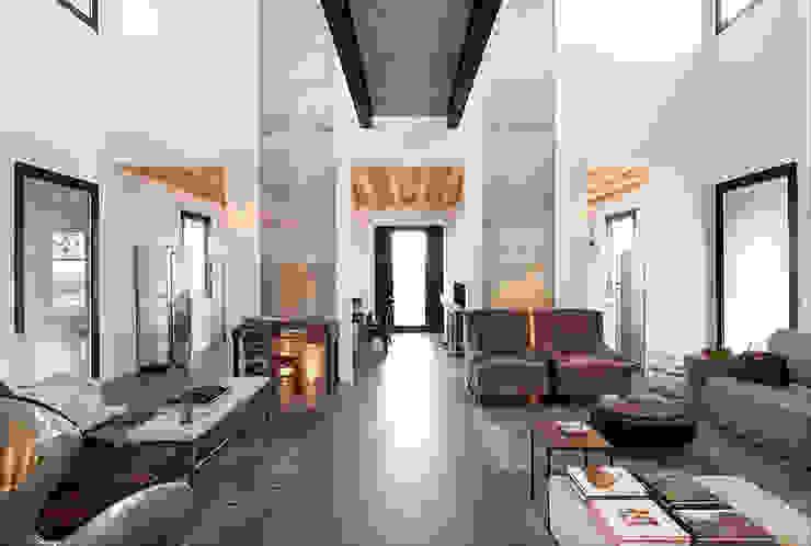Salas de estar industriais por BRANDO concept Industrial