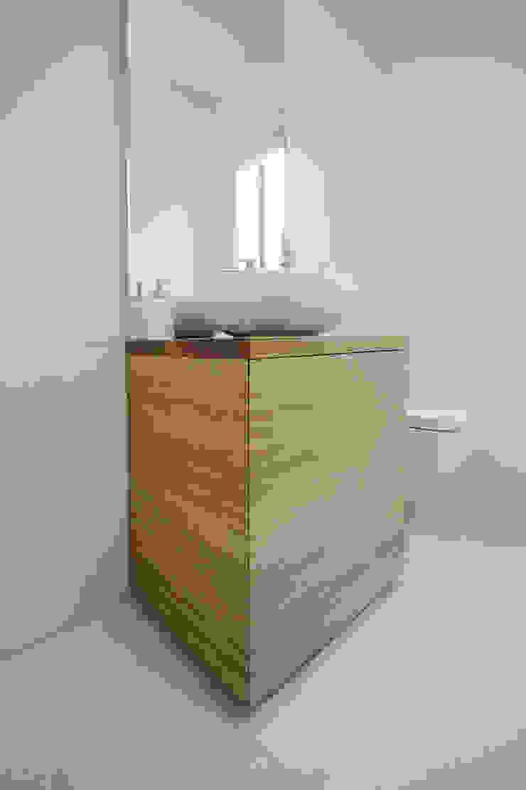 Progetti Modern Bathroom by luigi bello architetto Modern
