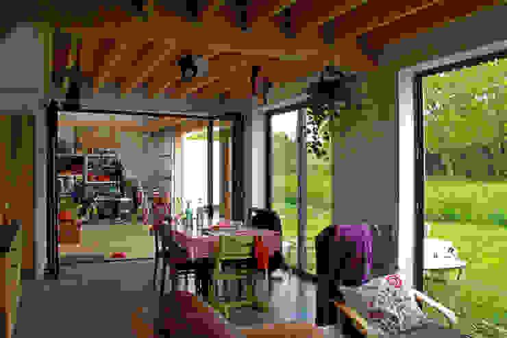 Mini/Maxi Salon rural par LAUS architectes Rural