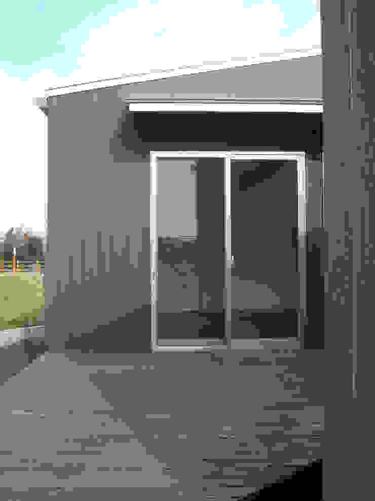 集まるイレモノ モダンデザインの テラス の OZAWA設計室一級建築士事務所 モダン