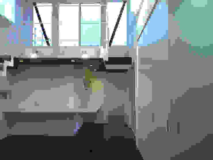 集まるイレモノ モダンデザインの リビング の OZAWA設計室一級建築士事務所 モダン