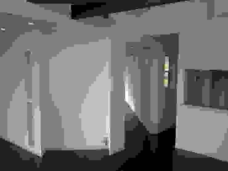 集まるイレモノ モダンな 壁&床 の OZAWA設計室一級建築士事務所 モダン