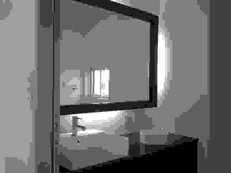 集まるイレモノ モダンスタイルの お風呂 の OZAWA設計室一級建築士事務所 モダン