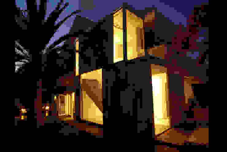 Joaquin Fernandez Castro Дома в стиле модерн Гранит Серый