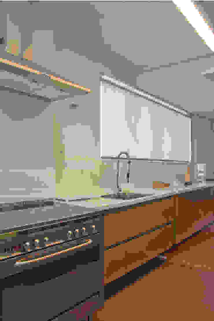 Modern Kitchen by ARQdonini Arquitetos Associados Modern