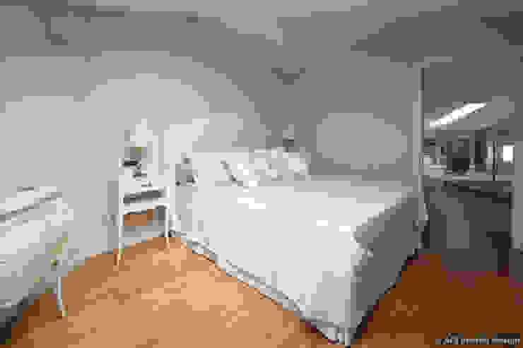 Projekty,  Sypialnia zaprojektowane przez ADI ARREDAMENTI,