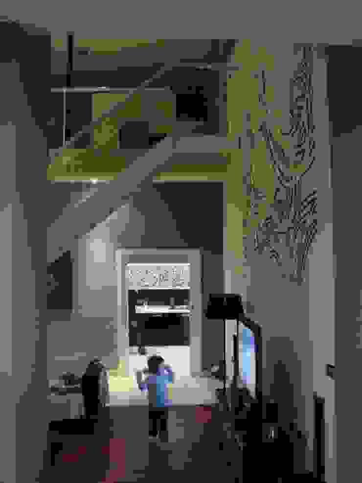 Vivienda Julio Galio, 13 Salones de estilo moderno de Soluziona Arquitectura Moderno