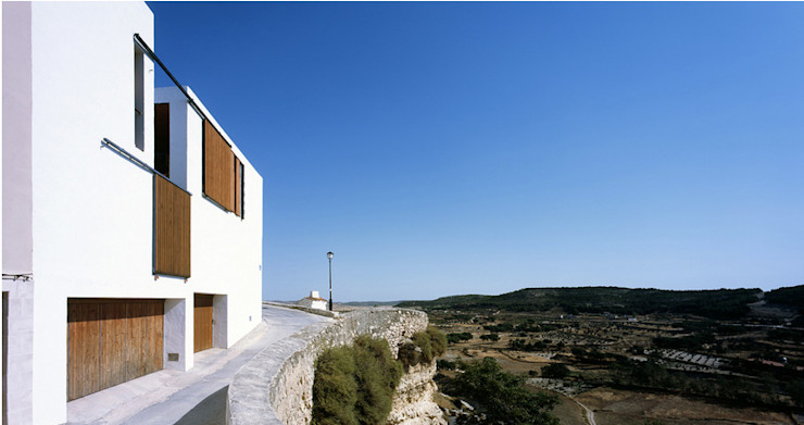 Modern houses by Estudio de arquitectura Francisco Candel Modern Granite