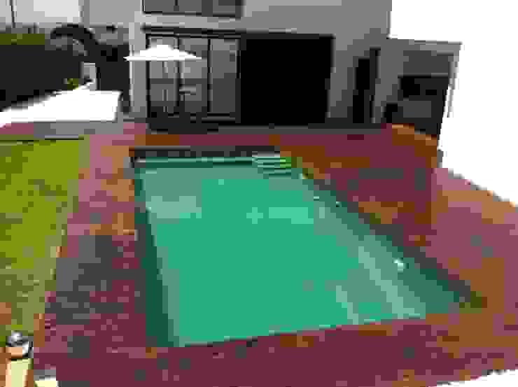 Vivienda Julio Galio, 13 Piscinas de estilo moderno de Soluziona Arquitectura Moderno