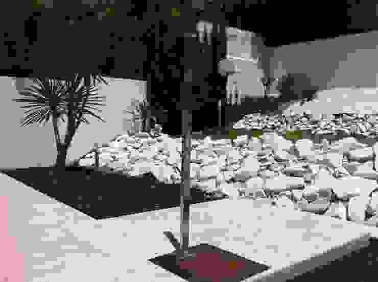 Vivienda Julio Galio, 13 Jardines de estilo moderno de Soluziona Arquitectura Moderno