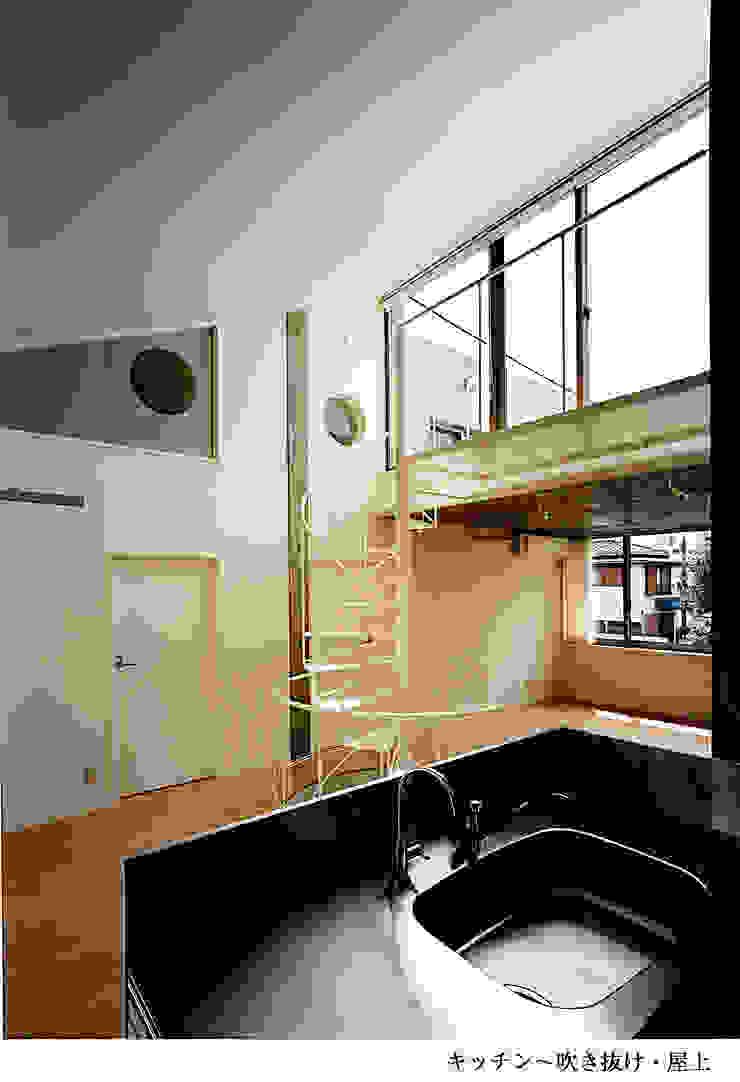 H氏のロハスなロ・ハウス インダストリアルデザインの キッチン の 太田照己/都市・建築デザインファーム インダストリアル