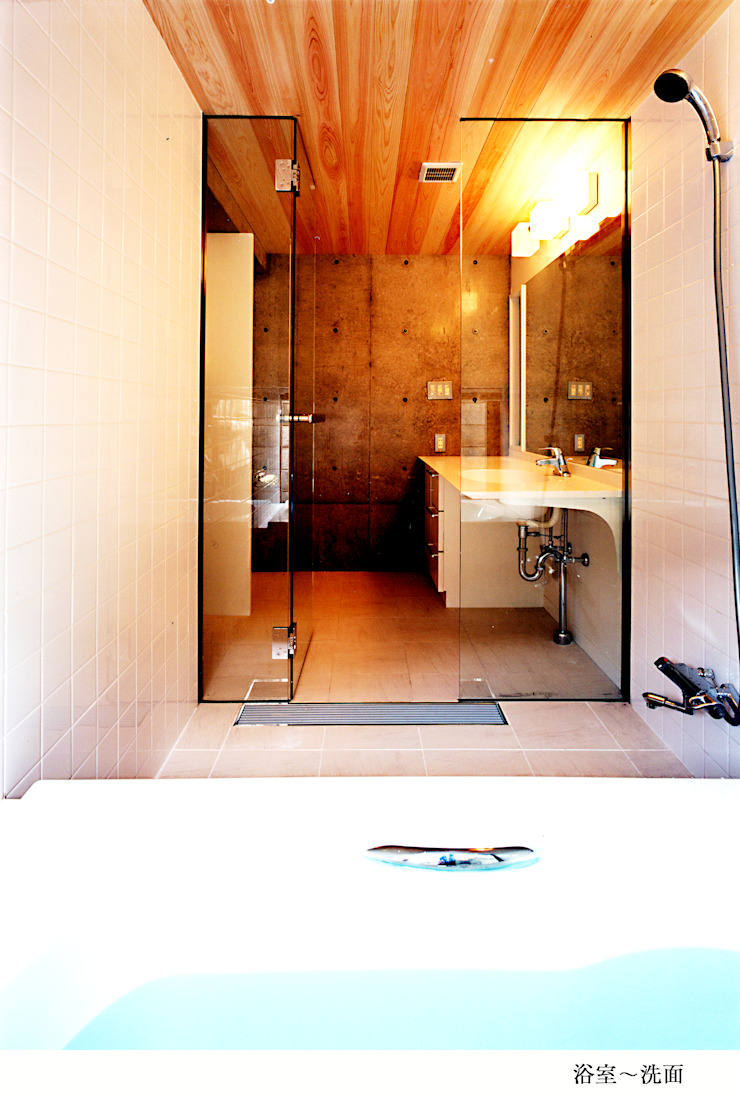 H氏のロハスなロ・ハウス インダストリアルスタイルの お風呂 の 太田照己/都市・建築デザインファーム インダストリアル