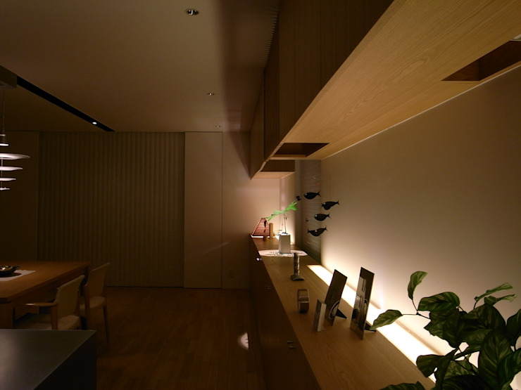 山の根の住宅 モダンデザインの リビング の アーキグラフデザイン モダン