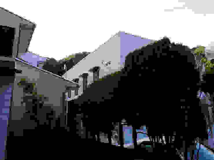 山の根の住宅: アーキグラフデザインが手掛けた現代のです。,モダン