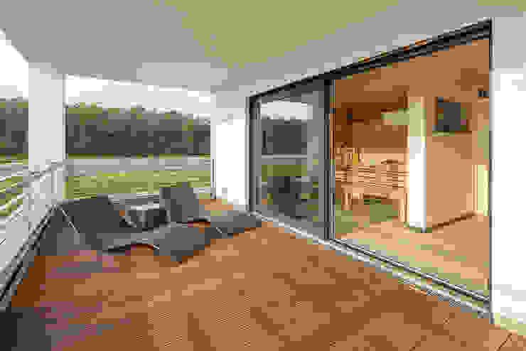 Балкон и терраса в стиле модерн от Lopez-Fotodesign Модерн