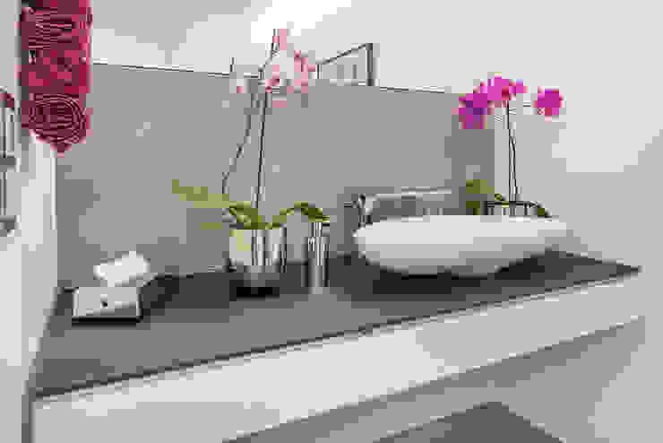 Modern bathroom by Lopez-Fotodesign Modern